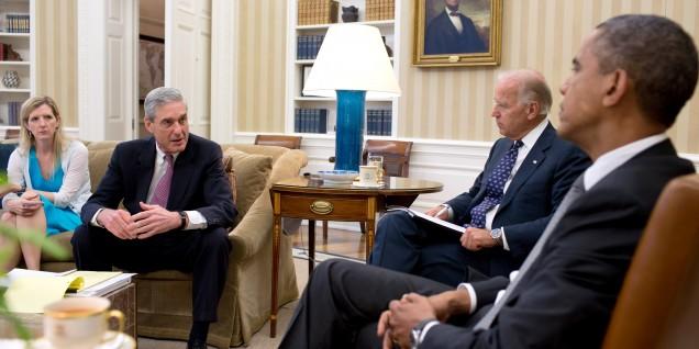 Barack_Obama_and_Joe_Biden_meet_with_Kathryn_Ruemmler_and_FBI_Director_Robert_Mueller,_2012