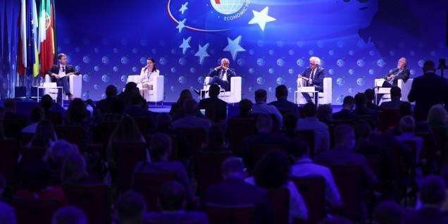 plenaria economic forum
